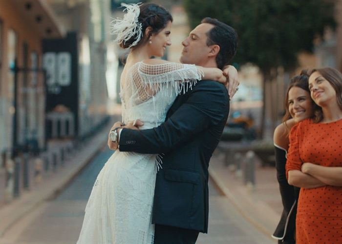 """كارمن بصيبص تكشف كواليس تسريحة شعرها في """"عروس بيروت"""""""