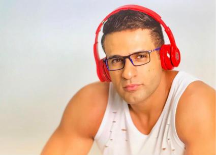 """""""قطعنا البوسترات""""..أحمد فهمي يحكي كيف احتفى فريق """"واما"""" بألبوم محمد نور الأول"""