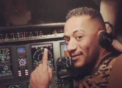خالد أبو بكر يطالب بمحاسبة محمد رمضان على قيادة طائرة