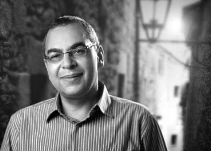 عمرو سلامة يتحدث عن علاقته بأحمد خالد توفيق