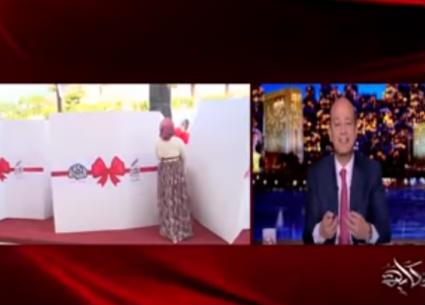 """عمرو أديب يعرض لقطات من مبادرة """"دكان فرحة"""" لتيسير زواج الفتيات"""