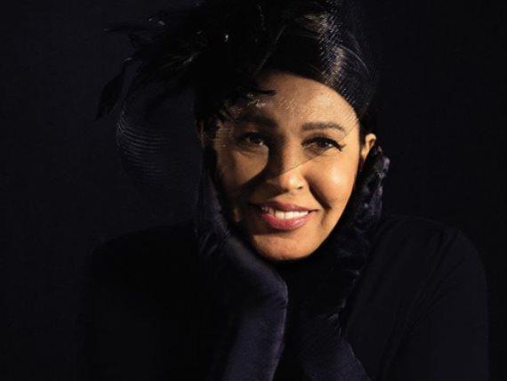 فيفي عبده تنشر كواليس جديدة لجلسة تصوير مجلة Vogue العربية