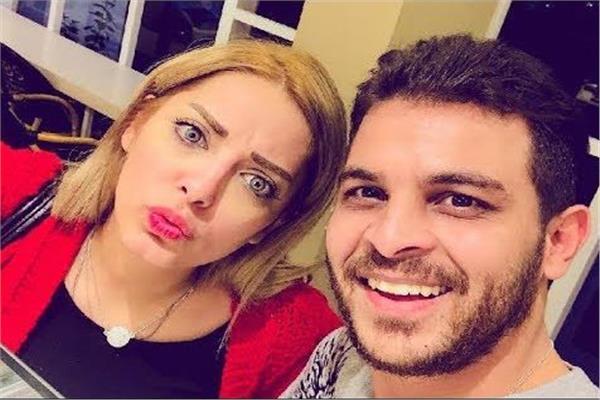 محمد رشاد يطلب من مي حلمي الغناء والأخيرة: حماقي هيكرهني