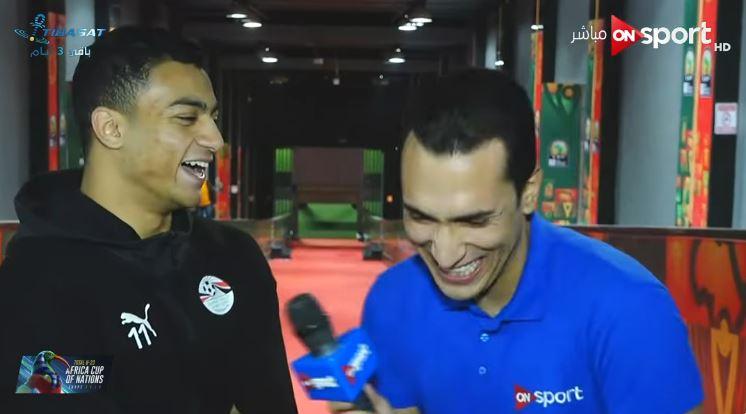 """""""بتضحك ليه؟"""".. حوار كوميدي بين مصطفى محمد ومراسل ON Sport"""