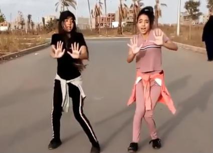 """محمد رمضان ينشر رقصة توأمين على أغنية """"إنساي"""""""