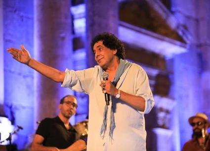 تامر حسني: محمد منير ساعدني قبل أن يعرفني الجمهور