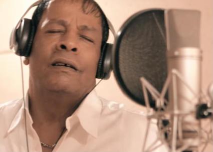 """عبد الباسط حمودة يغني """"إديني قلبك"""" في سهرة رأس السنة على CBC"""