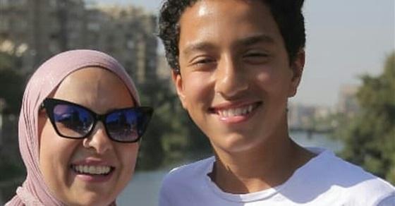"""""""أغاني اليومين دول""""... موقف طريف لدعاء فاروق مع ابنها في السيارة"""