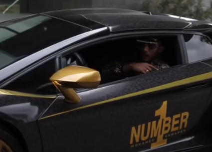 """فيديو..سيارة """"نمبر وان"""" تصل تصوير """"البرنس"""""""