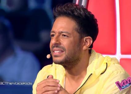 محمد حماقي يتابع مواجهة قوية بين أعضاء فريقه