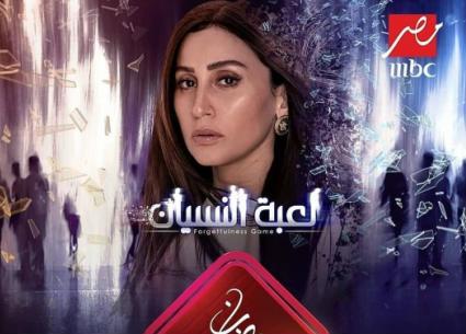 """طارق الشناوي يستنتج وجود مشكلة في علاقة دينا الشربيني بمخرج """"لعبة النسيان"""""""