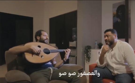 """فيديو طريف- غناء أحمد أمين ومحمد جمعة لـ """"ذهب الليل"""""""
