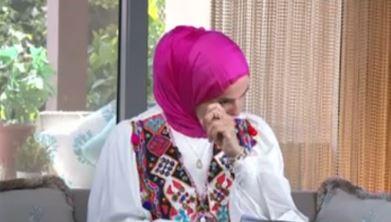 فيديو- منى عبد الغني تبكي بسبب أغنية إليسا