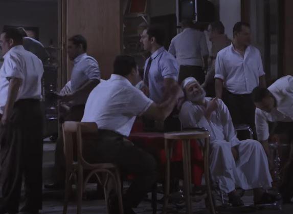 """فيديو- احتفال الرجال بعودة """"القهوة"""" على طريقة """"سيد أبو حفيظة"""""""