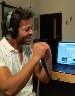 """فيديو- تميم يونس يغني """"بس بس"""""""