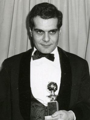 فيديو نادر- عمر الشريف يتسلم جائزة جولدن جلوب 1966