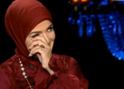 بكاء منى عبد الغني على الهواء بسبب رجاء الجداوي