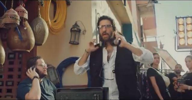 فيديو- أحمد أمين يجسد 8 شخصيات في إعلان واحد