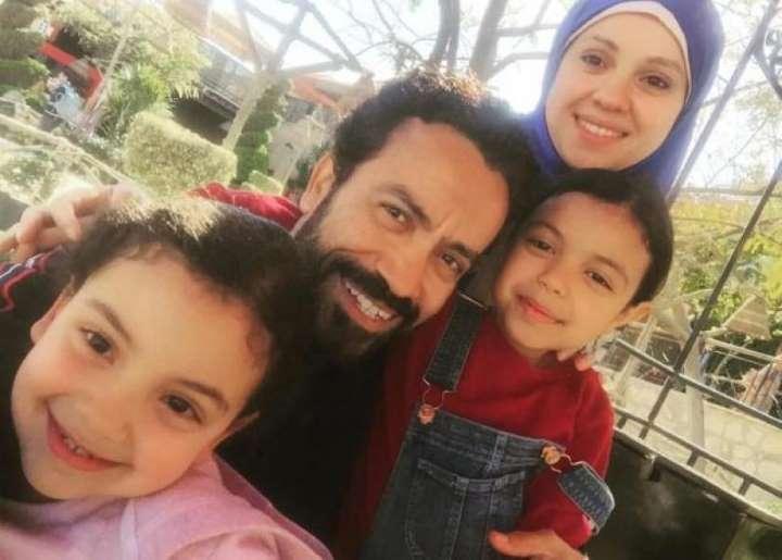 فيديو- سامح حسين يحتفل بعيد ميلاد ابنته