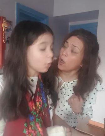 فيديو- خناقة مروة عبد المنعم وابنتها بسبب فيديوهات TikTok