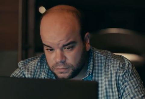 """فيديو- """"أسف"""".. محمد عبد الرحمن في إعلان طريف"""