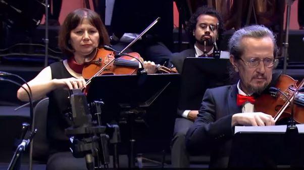 فيديو- عزف نشيد الأهلي في دار الأوبرا المصرية